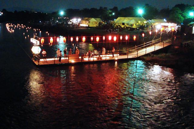 嵐山渡月橋 送り火の日の灯篭流し