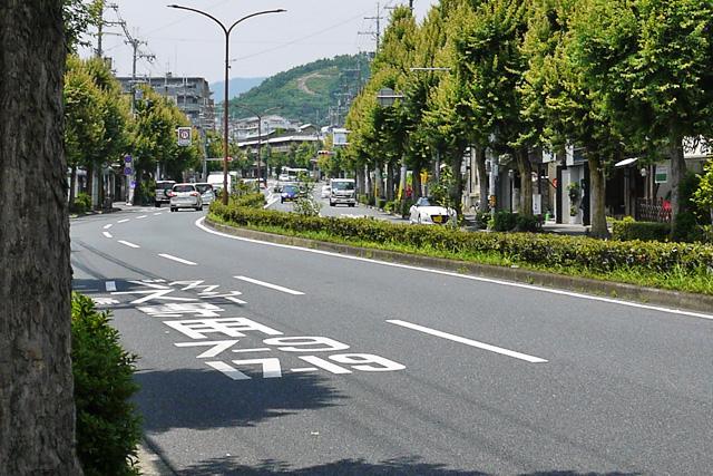 北大路通 大徳寺の門前から見る左大文字