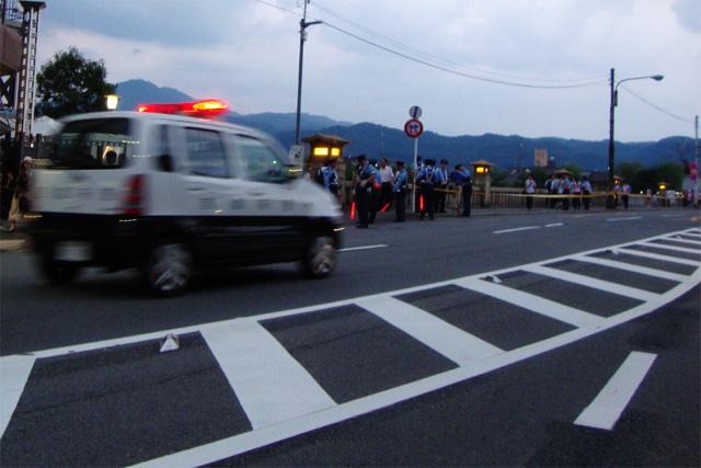 賀茂大橋と警察 五山の送り火