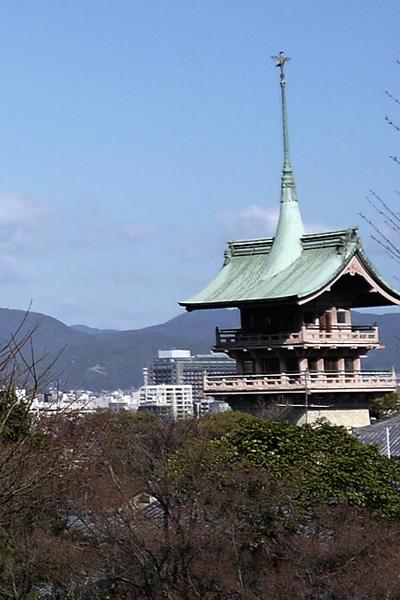 高台寺から見た祇園閣と左大文字
