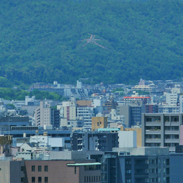 京都駅ビルから五山送り火 左大文字