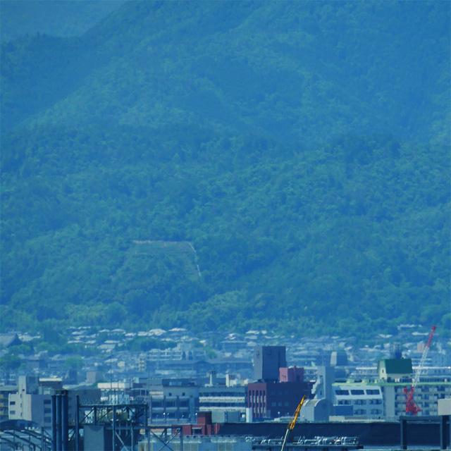 京都駅ビルから五山送り火 鳥居形