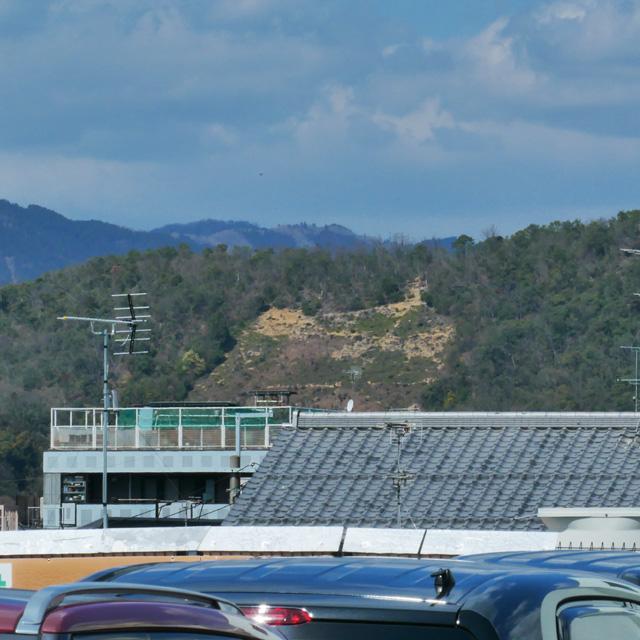 ライフ北白川店から五山送り火の山の写真