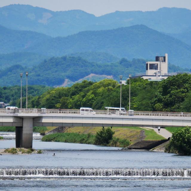 二条大橋から見る大文字送り火の写真