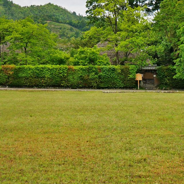 落柿舎から見る鳥居形の写真