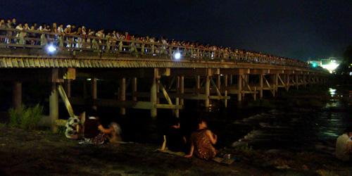 渡月橋の上