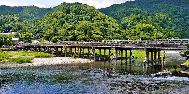 夏の嵐山渡月橋